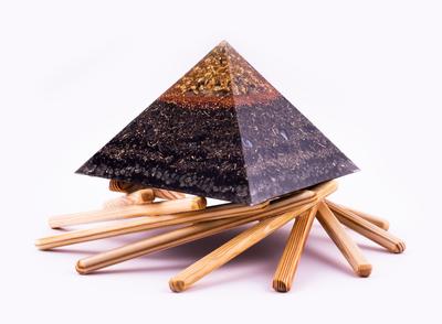 "Orgonitpyramide XL ""Cheops goldener Schnitt "" Elementewirbel  Paket"